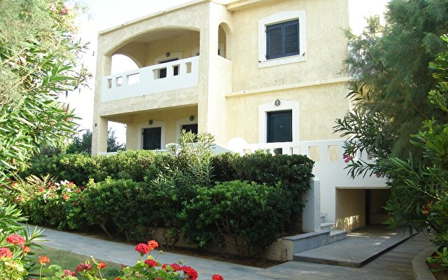 Niros Beach Apartaments 3*
